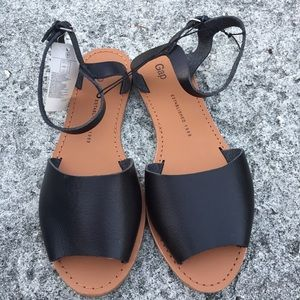 Gap black flat sandals women's 8